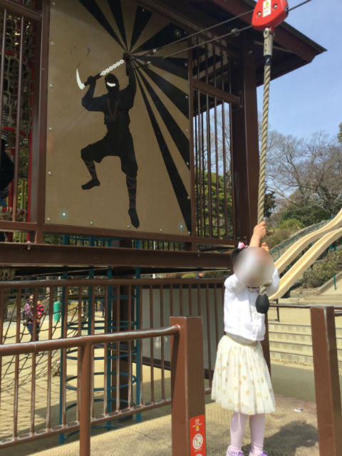池田市「五月山公園」忍者のとりで、ロープにぶら下がる遊具