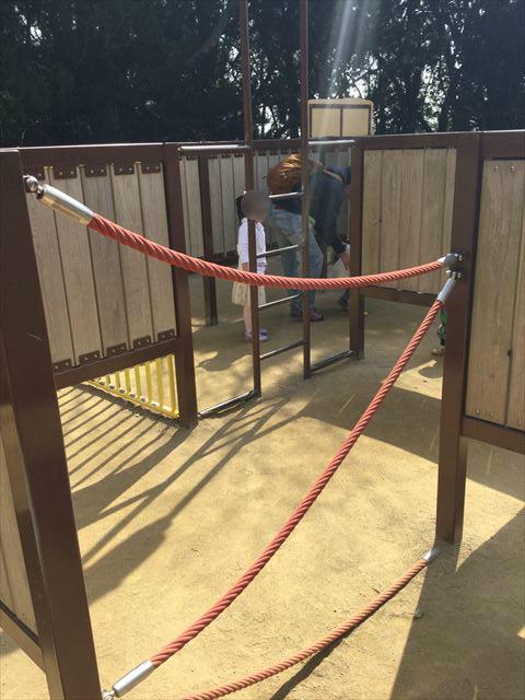 池田市「五月山公園」忍者のとりで「忍にんめいろ」ロープのしかけ