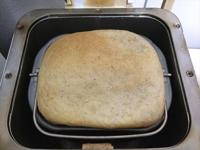 ホームベーカリーでパンが焼きあがった