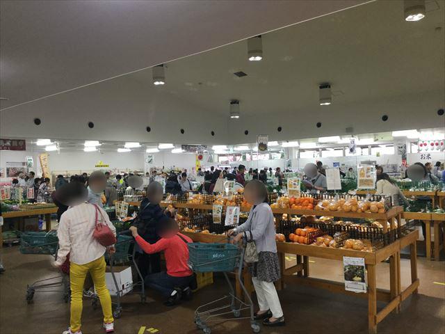 道の駅「愛彩ランド」農産物直売所の様子