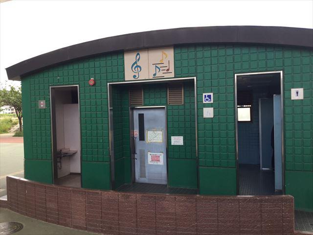 川西市「ドラゴンランド」のトイレ