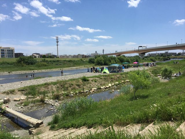 川西市「ドラゴンランド」の横にある猪名川と河川敷
