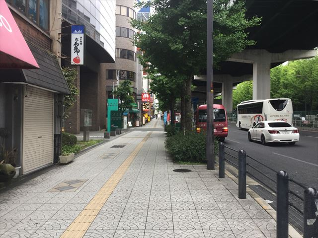 森ノ宮駅「大阪中央労働総合庁舎」前の道