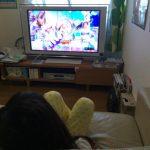 「アイドル×戦士 ミラクルちゅーんず!」を見ている娘