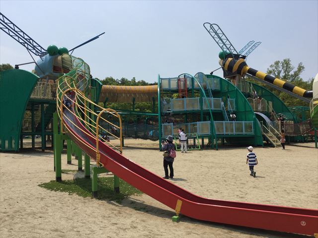 「蜻蛉池公園」のロング滑り台