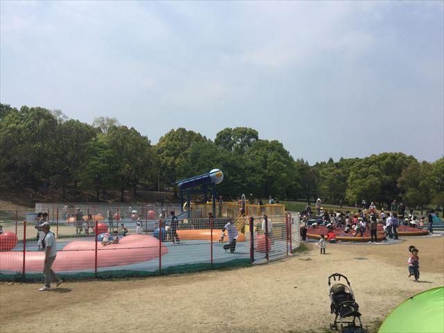 「蜻蛉池公園」チョウの遊具