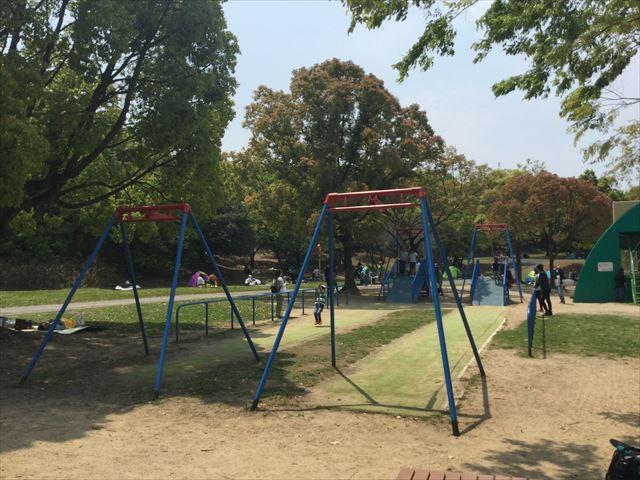 「蜻蛉池公園」ぶら下がる遊具