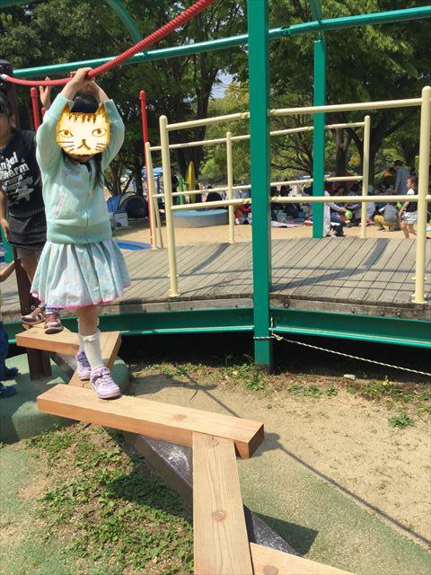 「蜻蛉池公園」トンボ遊具、平均台