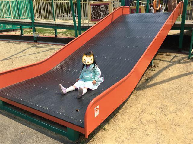 「蜻蛉池公園」トンボ遊具、小さな子供向けの滑り台