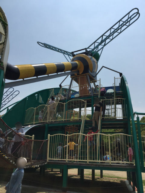 「蜻蛉池公園」遊具が3階建てになっている
