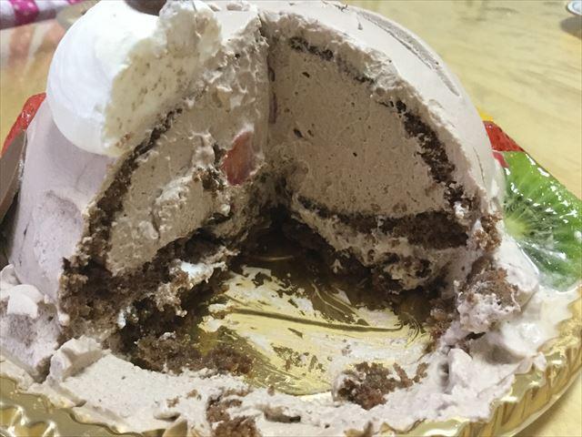 アンテノールのアニバーサリーケーキ「アニマルデコクマさんケーキ」を切った中身