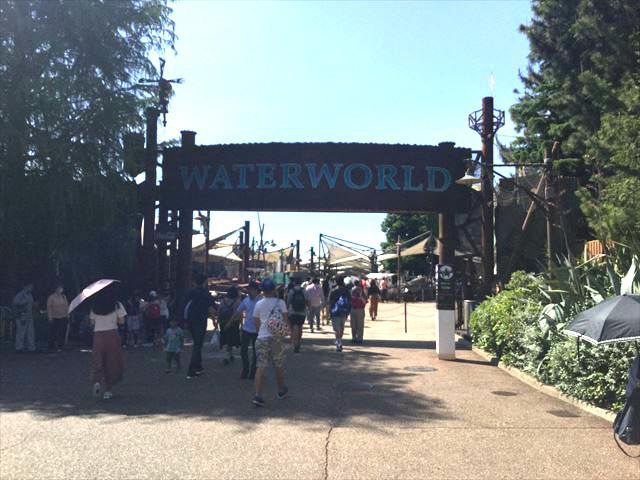 USJ「ウォーターワールド」入口の門