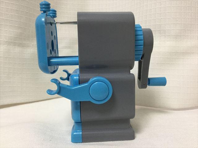 フライングタイガーコペンハーゲン、ロボットの形をした鉛筆削り器、横から撮影