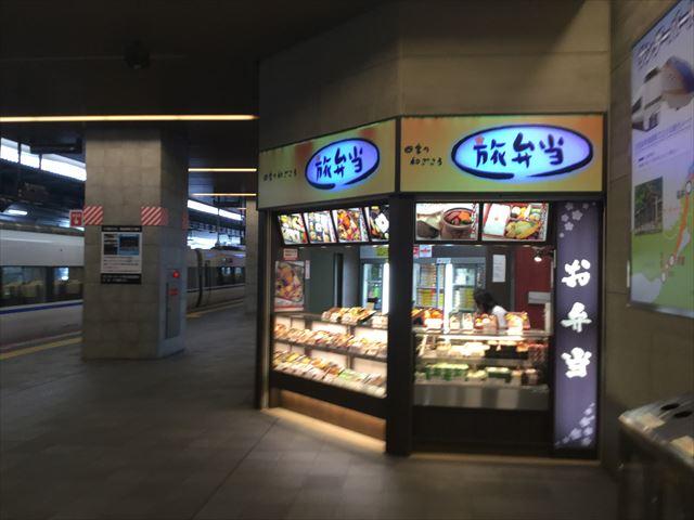 JR大阪駅11番ホームの駅弁売り場