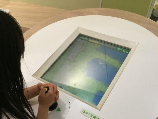 「大阪市立自然史博物館」鳥がエサを食べながら生きていくゲーム