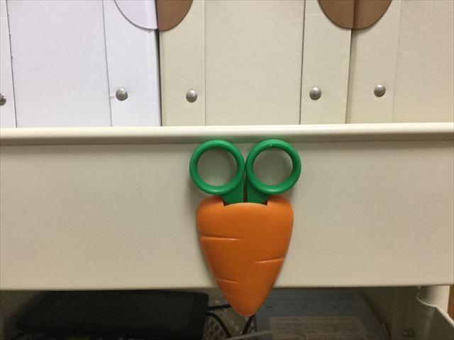 雑貨店「ASOKO」の文房具、人参はさみ(野菜の形をしたハサミ)