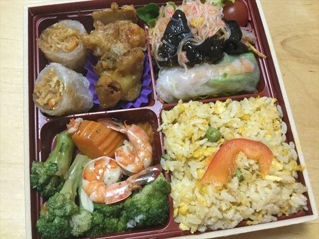 「エキマルシェ新大阪」タイ料理「チャンロイ」の春巻き弁当