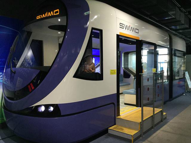 「カワサキワールド」路面電車SWIMO