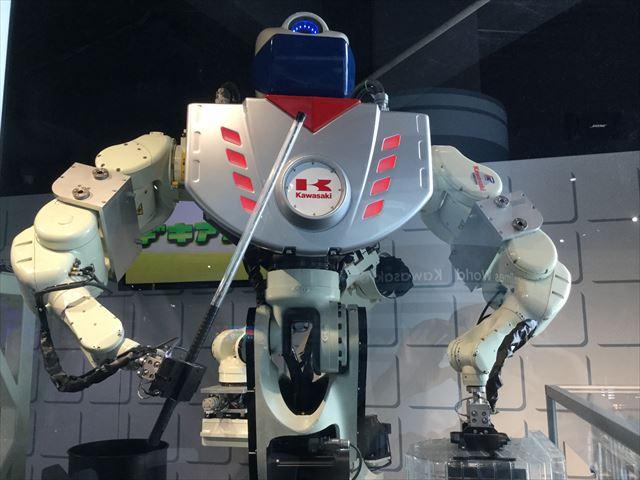 「カワサキワールド」のハイテクロボット