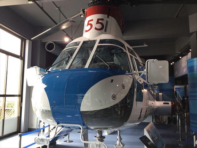「カワサキワールド」のヘリコプター美濃JA9555、前方