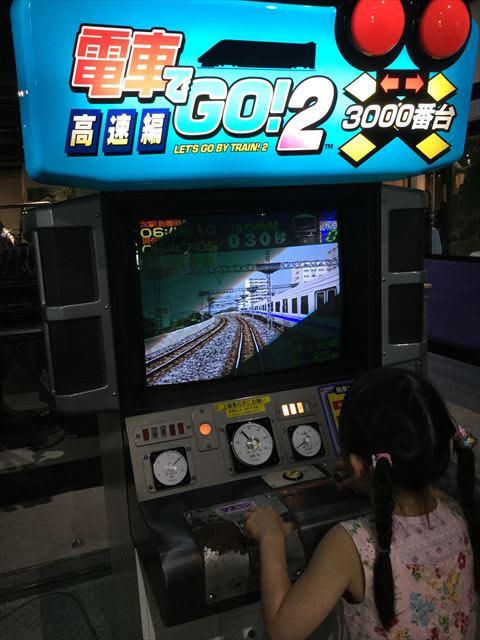「カワサキワールド」電車でGO2で遊ぶ娘