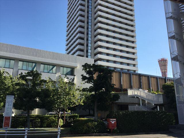 ホテルオークラ神戸前のメリケンパークバス停