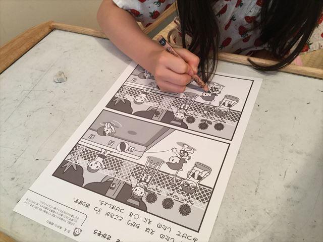 幼児ポピー「夏ドリるん」の教材「まいにち!ドリるん」を学習している娘、間違い探し