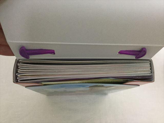 プリンセスソフィアの英語絵本「Reading Adventures(Level Pre-1)」パッケージの蓋を開けた様子、10冊入っているのがわかる
