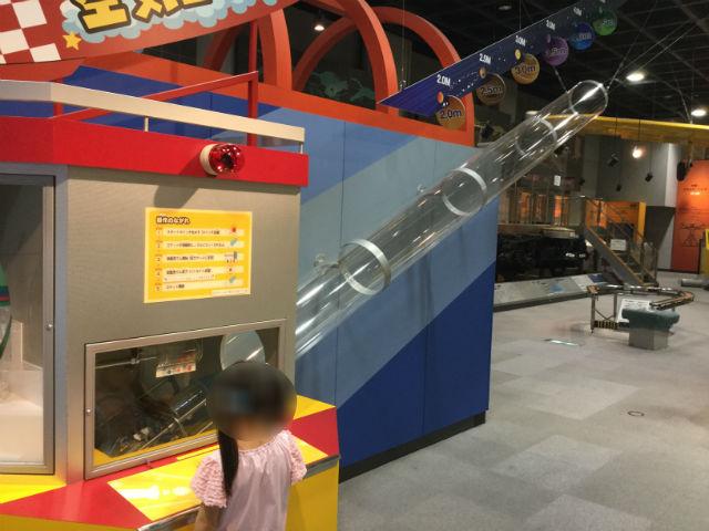 「バンドー神戸青少年科学館」1階ペットボトルロケット
