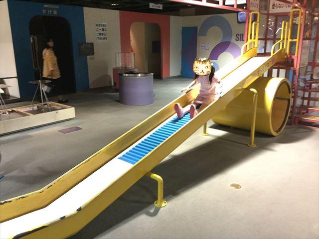 「バンドー神戸青少年科学館」1階「あそびのひろば」滑り台
