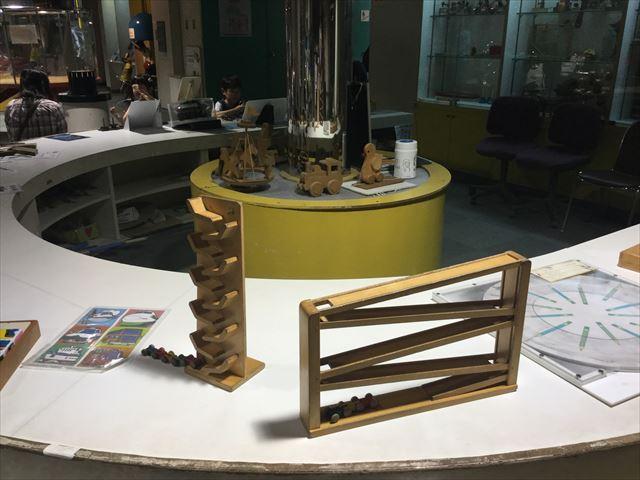 「バンドー神戸青少年科学館」1階「あそびのひろば」木のおもちゃ