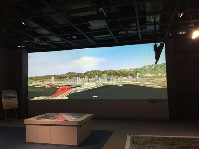 「バンドー神戸青少年科学館」2階「神戸の科学と技術」映像で神戸の街や上空を移動している