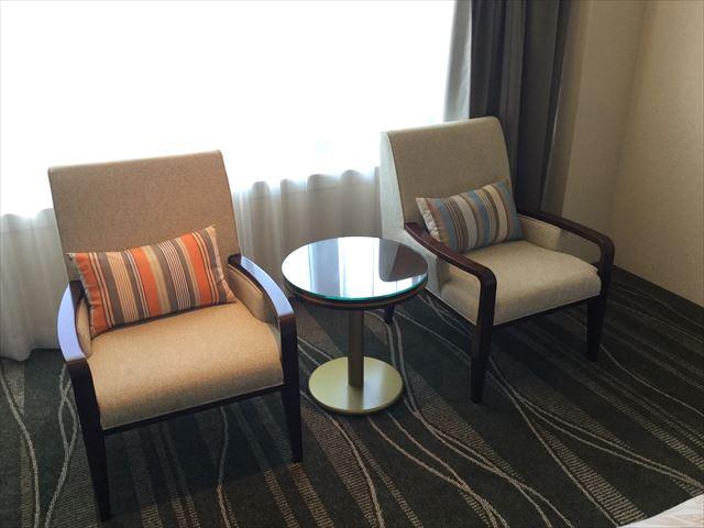 「ホテルオークラ神戸」オーセンティックフロアデラックスツイン、椅子