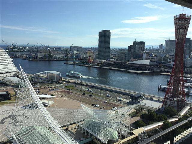 「ホテルオークラ神戸」オーセンティックフロアデラックスツインから見る景色。神戸ポートタワーや観覧車