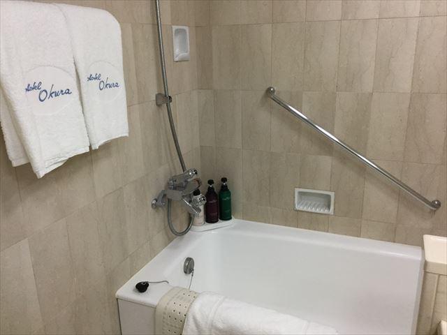 「ホテルオークラ神戸」オーセンティックフロアデラックスツイン、お風呂場