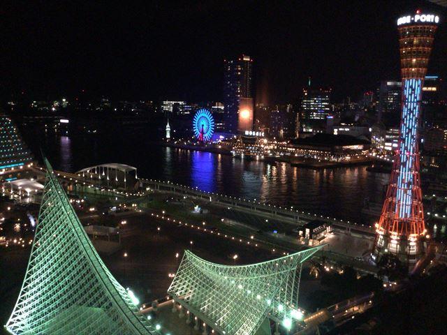 「ホテルオークラ神戸」オーセンティックフロアデラックスツインから見る夜景。神戸ポートタワーや観覧車
