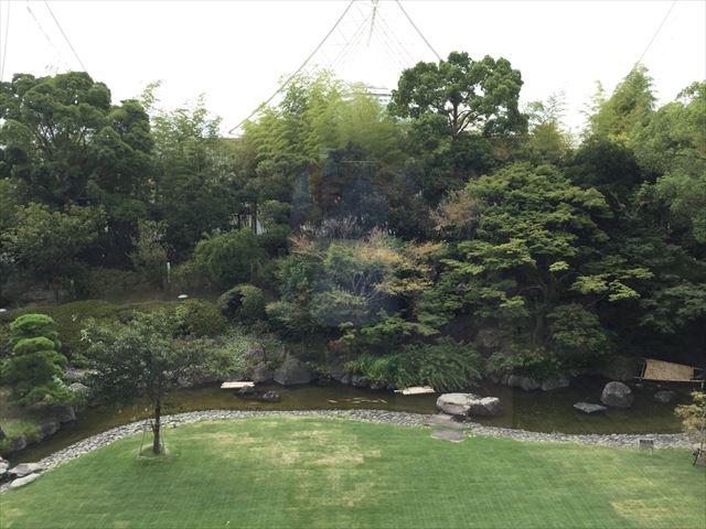 「ホテルオークラ神戸」ロビーから見える庭園