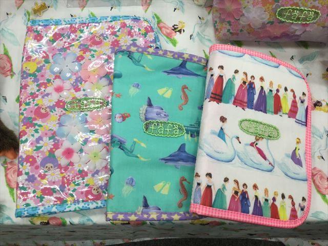 フェフェ(fafa)の母子手帳ケース、LサイズとSサイズ2つ