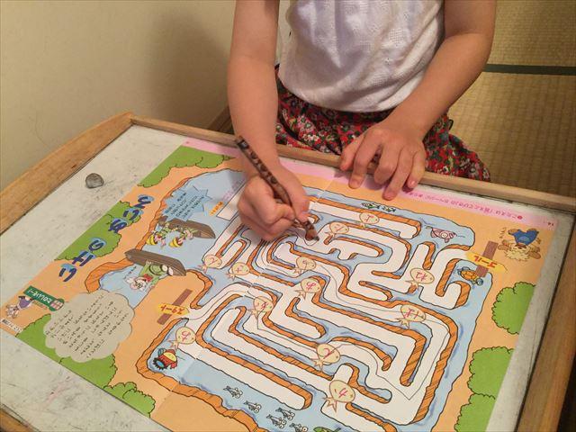 小学ポピーのお試し見本を学習する娘。ひらがな迷路
