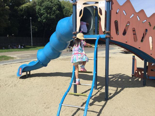 住之江公園のチューブ型滑り台