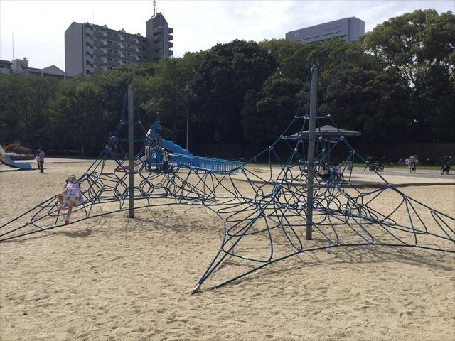 「住之江公園」縄型ジャングルジム