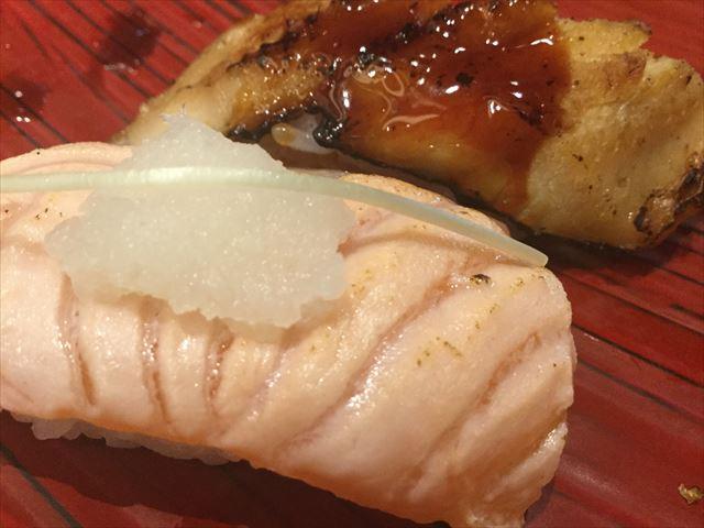 上本町YUFURA「廻転寿司CHOJIRO」寿司御膳「花ひとひら」の炙りサーモン