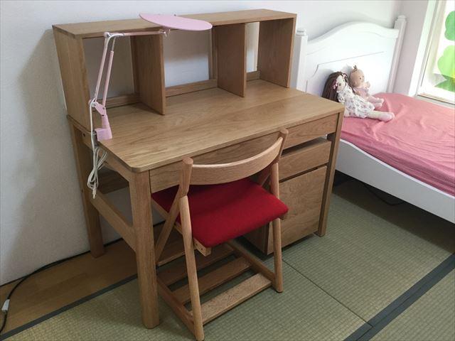 子供部屋のベッドと学習机
