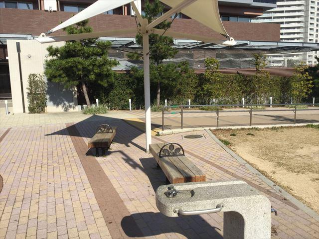ハーバーランド公園のベンチ