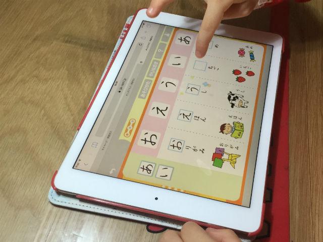 学研ゼミ「キッズクラス」の国語、ひらがな学習の様子