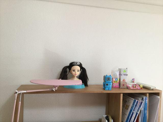 「ヘアメイクアーティスト・ショコラブラック」を部屋に飾っている様子