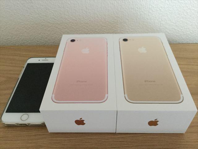 「iPhone7」2台(ローズゴールド・ゴールド)本体とパッケージ