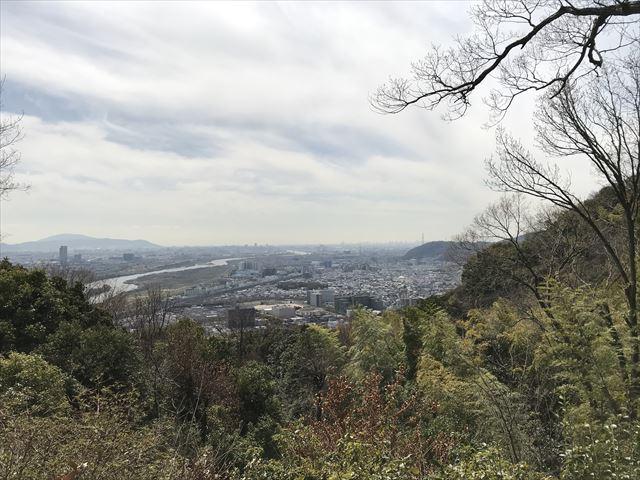 天王山「青木葉谷展望広場」から見える大阪平野の様子