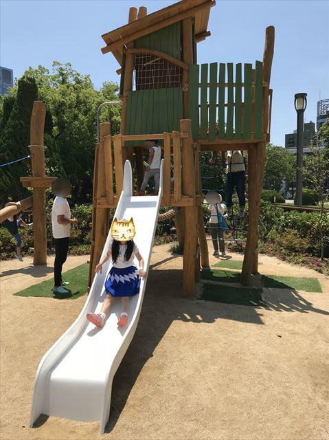 「ボーネルンドプレイヴィル大阪城公園」アスレチック滑り台