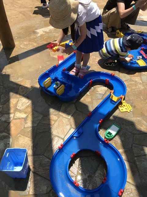 「ボーネルンドプレイヴィル大阪城公園」アクアプレイという知育玩具